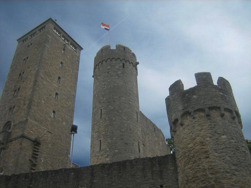 Starkenburg: Bergfried enstand an falscher Stelle neu