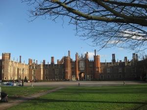 Die Schauseite von Hampton Court Palace