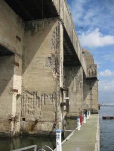 Die Hafenseite des Werftbunkers