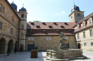 Oberer Hof mit Brunnen