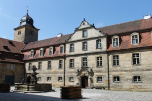 Maximiliansbau mit Hotel